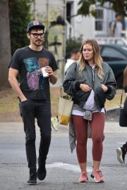 Pregnant Hilary Duff and Matthew Koma Out for Breakfast in Studio City 2018/10/02 5