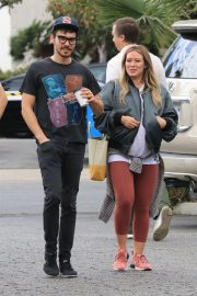 Pregnant Hilary Duff and Matthew Koma Out for Breakfast in Studio City 2018/10/02 6
