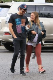 Pregnant Hilary Duff and Matthew Koma Out for Breakfast in Studio City 2018/10/02 7