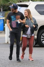 Pregnant Hilary Duff and Matthew Koma Out for Breakfast in Studio City 2018/10/02 9