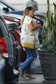 Pregnant Hilary Duff Arrives at Appointment in Los Angeles 2018/10/08 1