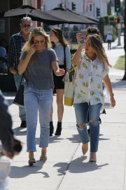 Pregnant Hilary Duff Out for Lunch in Los Angeles 2018/10/08 5