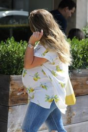 Pregnant Hilary Duff Out for Lunch in Los Angeles 2018/10/08 6
