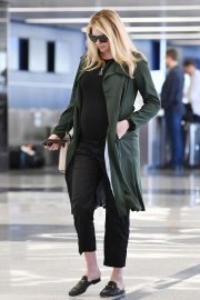 Pregnant Kate Upton at LAX Airport in Los Angeles 2018/09/30 4