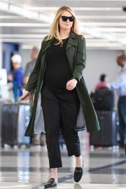 Pregnant Kate Upton at LAX Airport in Los Angeles 2018/09/30 8