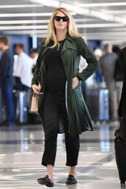 Pregnant Kate Upton at LAX Airport in Los Angeles 2018/09/30 9