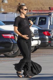 Pregnant Kathryn Boyd Out in Malibu 2018/10/18 3