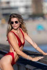 Rachel McCord in Swimsuit on the Set of a Photoshoot in Santa Monica 2018/10/07 8