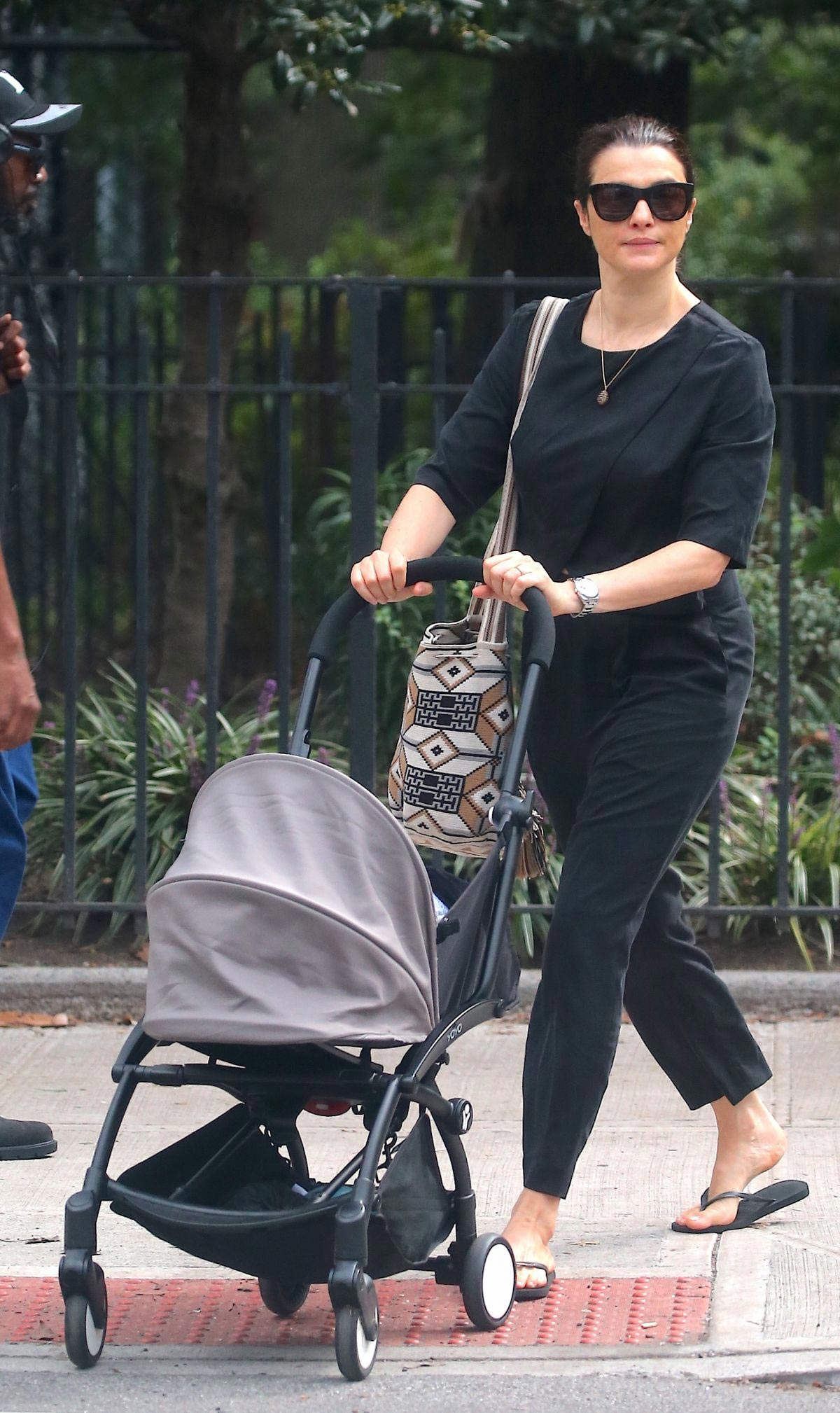 Rachel Weisz Pushing a Stroller Out and About in New York 2018/10/10 1
