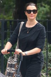 Rachel Weisz Pushing a Stroller Out and About in New York 2018/10/10 2