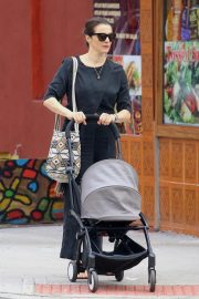 Rachel Weisz Pushing a Stroller Out and About in New York 2018/10/10 6