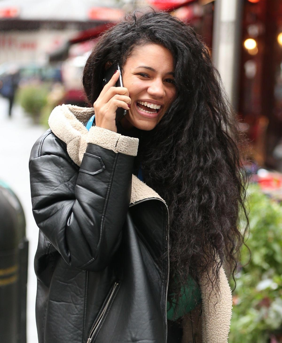 Vick Hope Out and About in London 2018/10/08 1