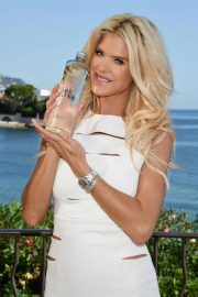 Victoria Silvstedt Promotes Swedish Water 'Are Water' in Saint-Jean-Cap-Ferrat 2018/10/19 2