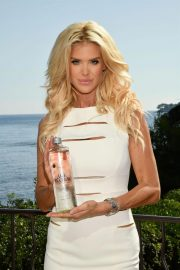 Victoria Silvstedt Promotes Swedish Water 'Are Water' in Saint-Jean-Cap-Ferrat 2018/10/19 3