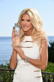 Victoria Silvstedt Promotes Swedish Water 'Are Water' in Saint-Jean-Cap-Ferrat 2018/10/19 4