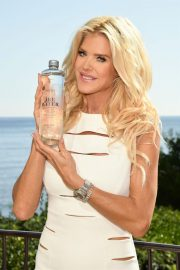 Victoria Silvstedt Promotes Swedish Water 'Are Water' in Saint-Jean-Cap-Ferrat 2018/10/19 5