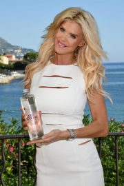 Victoria Silvstedt Promotes Swedish Water 'Are Water' in Saint-Jean-Cap-Ferrat 2018/10/19 6