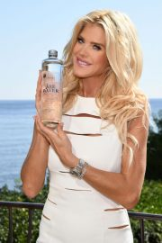 Victoria Silvstedt Promotes Swedish Water 'Are Water' in Saint-Jean-Cap-Ferrat 2018/10/19 8