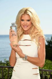Victoria Silvstedt Promotes Swedish Water 'Are Water' in Saint-Jean-Cap-Ferrat 2018/10/19 10