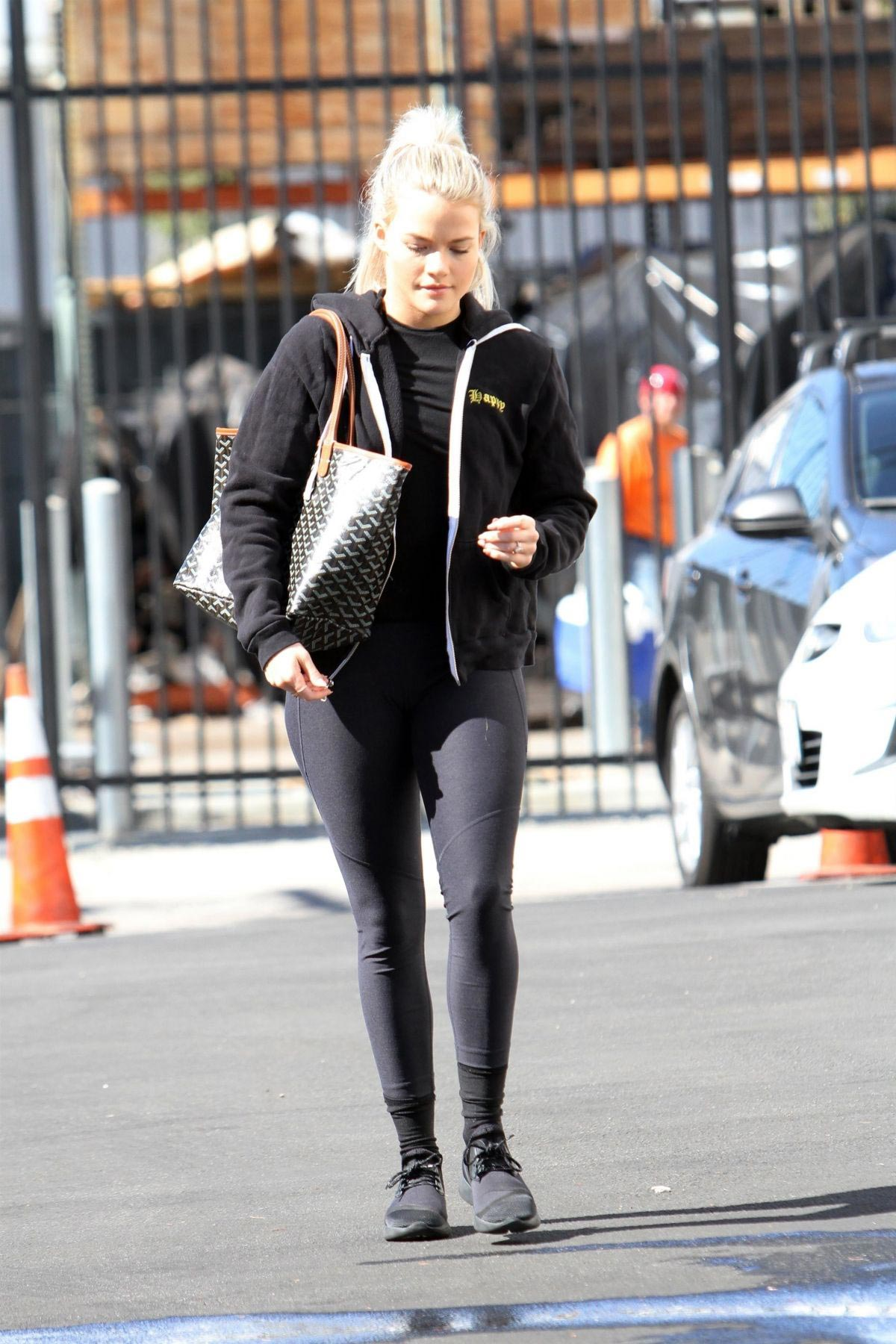 Witney Carson Arrives at DWTS Practice in Los Angeles 2018/10/20 1
