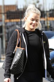 Witney Carson Arrives at DWTS Practice in Los Angeles 2018/10/20 2
