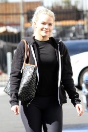 Witney Carson Arrives at DWTS Practice in Los Angeles 2018/10/20 3