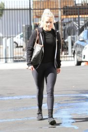 Witney Carson Arrives at DWTS Practice in Los Angeles 2018/10/20 4