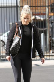 Witney Carson Arrives at DWTS Practice in Los Angeles 2018/10/20 5