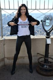 Adriana Lima Lighting Empire State Building in New York 2018/11/07 1
