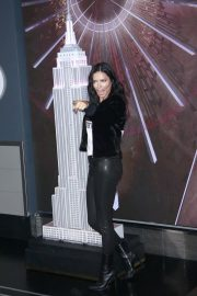 Adriana Lima Lighting Empire State Building in New York 2018/11/07 5