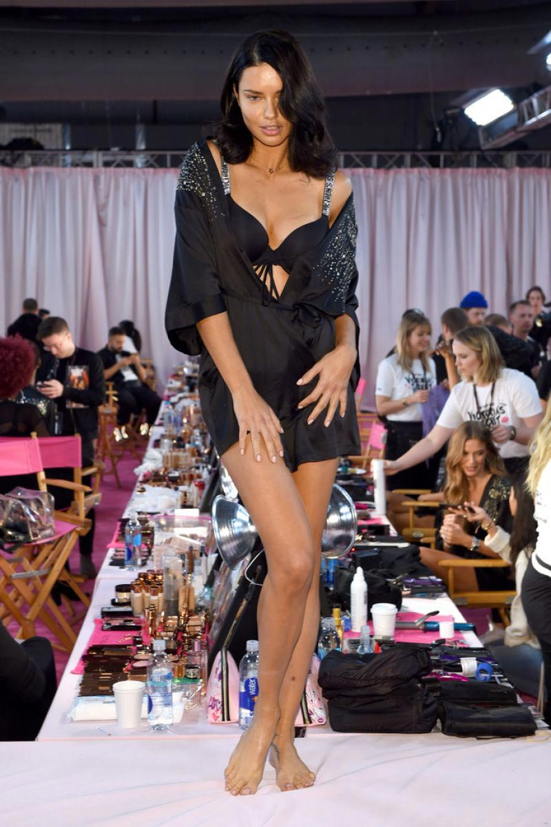 Adriana Lima on The Backstage of Victoria's Secret Fashion Show in New York 2018/11/08 1
