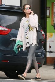 Alessandra Ambrosio Leaves Morning Yoga Class in Los Angeles 2018/11/19 1