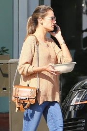 Alessandra Ambrosio Leaves Pacific Coast Sports Medicine in Brentwood 2018/11/08 5