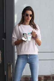 Alessandra Ambrosio Out and About in Pacific Palisades 2018/11/17 5