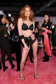 Alexina Graham on the Backstage of Victoria's Secret Fashion Show in New York 2018/11/08 4