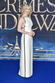 Alison Sudol at Fantastic Beasts: The Crimes of Grindelwald Premiere in London 2018/11/13 6