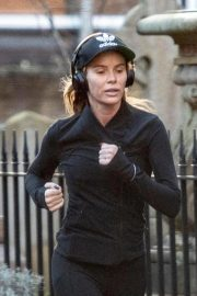 Amanda Holden Out Jogging in London 2018/11/13 5