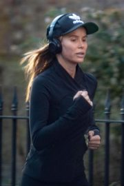 Amanda Holden Out Jogging in London 2018/11/13 6