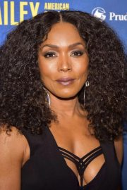 Angela Bassett at Alvin Ailey American Dance Theater's 60th Anniversary Gala in New York 2018/11/28 2