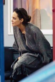 Angelina Jolie Watches Her Kids Karate Class in Los Angeles 2018/11/19 4