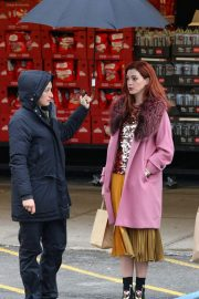 Anne Hathaway on a the Set of Modern Love in Brooklyn 2018/11/26 5