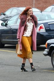 Anne Hathaway on a the Set of Modern Love in Brooklyn 2018/11/26 8