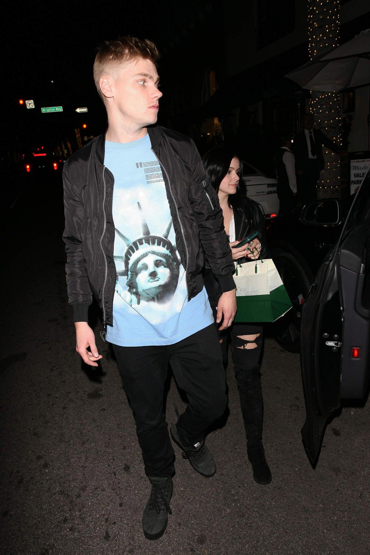 Ariel Winter and Levi Meaden Leaves Madeo Restaurant in Beverly Hills 2018/11/24 1