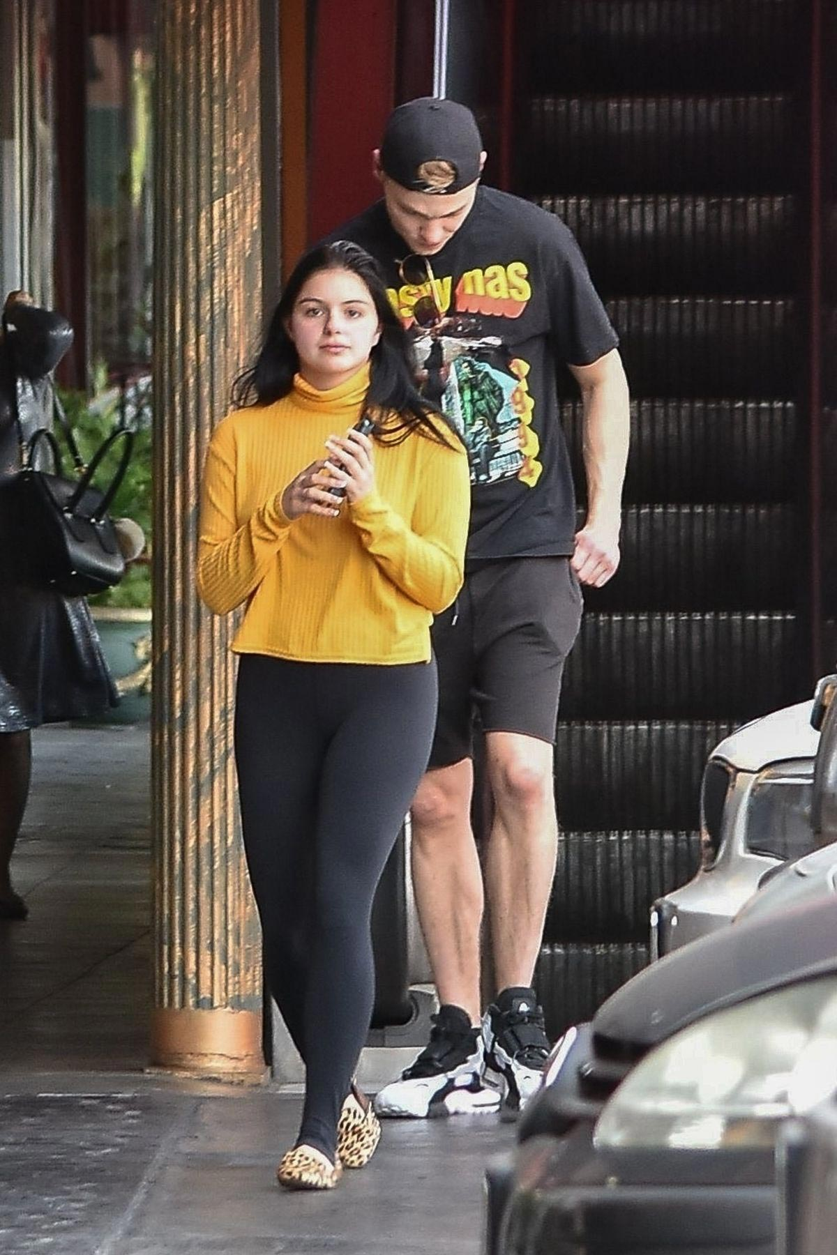 Ariel Winter Out for Lunch in Studio City 2018/11/01 1