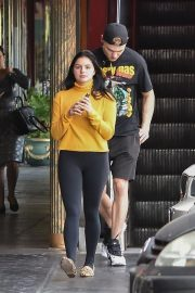 Ariel Winter Out for Lunch in Studio City 2018/11/01 3