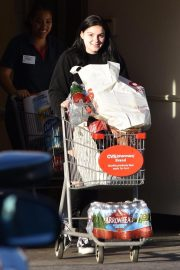 Ariel Winter Shopping at Papyrus in Studio City 2018/11/08 1