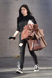 Ariel Winter Shopping at Papyrus in Studio City 2018/11/08 4