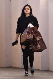 Ariel Winter Shopping at Papyrus in Studio City 2018/11/08 6