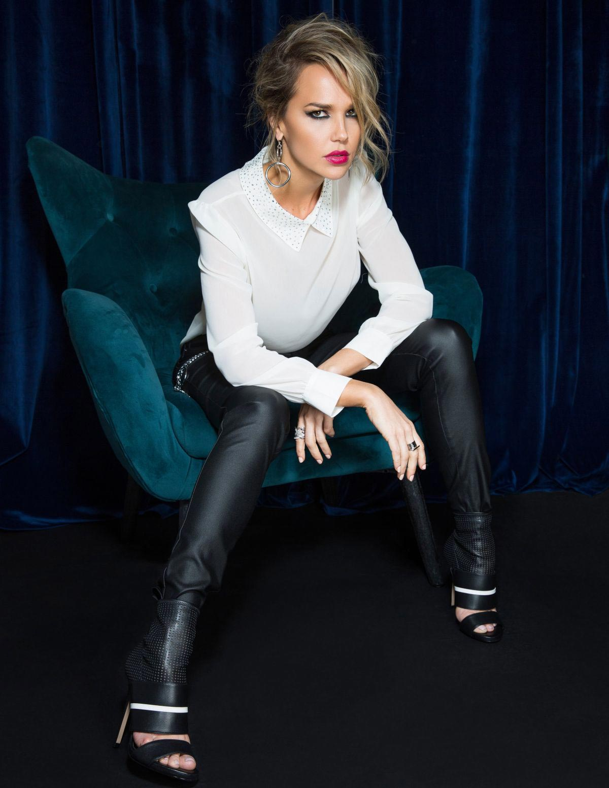 Arielle Kebbel in Bello Magazine, November 2018 1