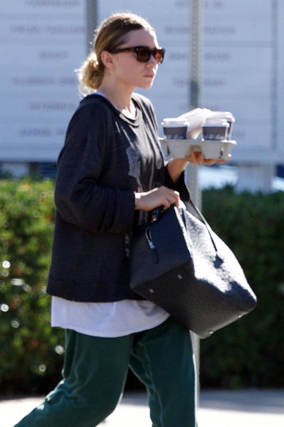 Ashley Olsen Out for Coffee in Los Angeles 2018/11/03 1